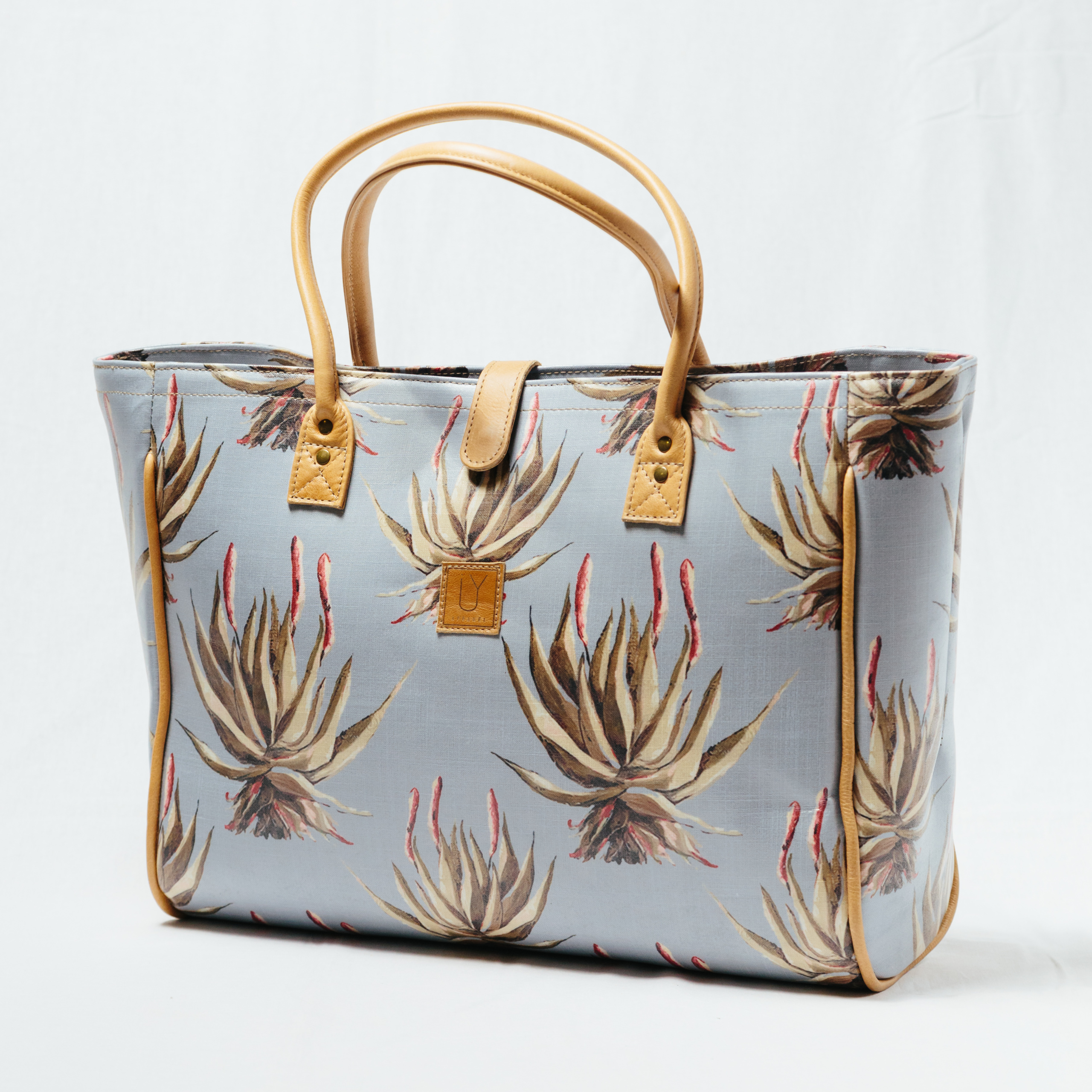 IY-Apparel-beach-bags-blue-aloe