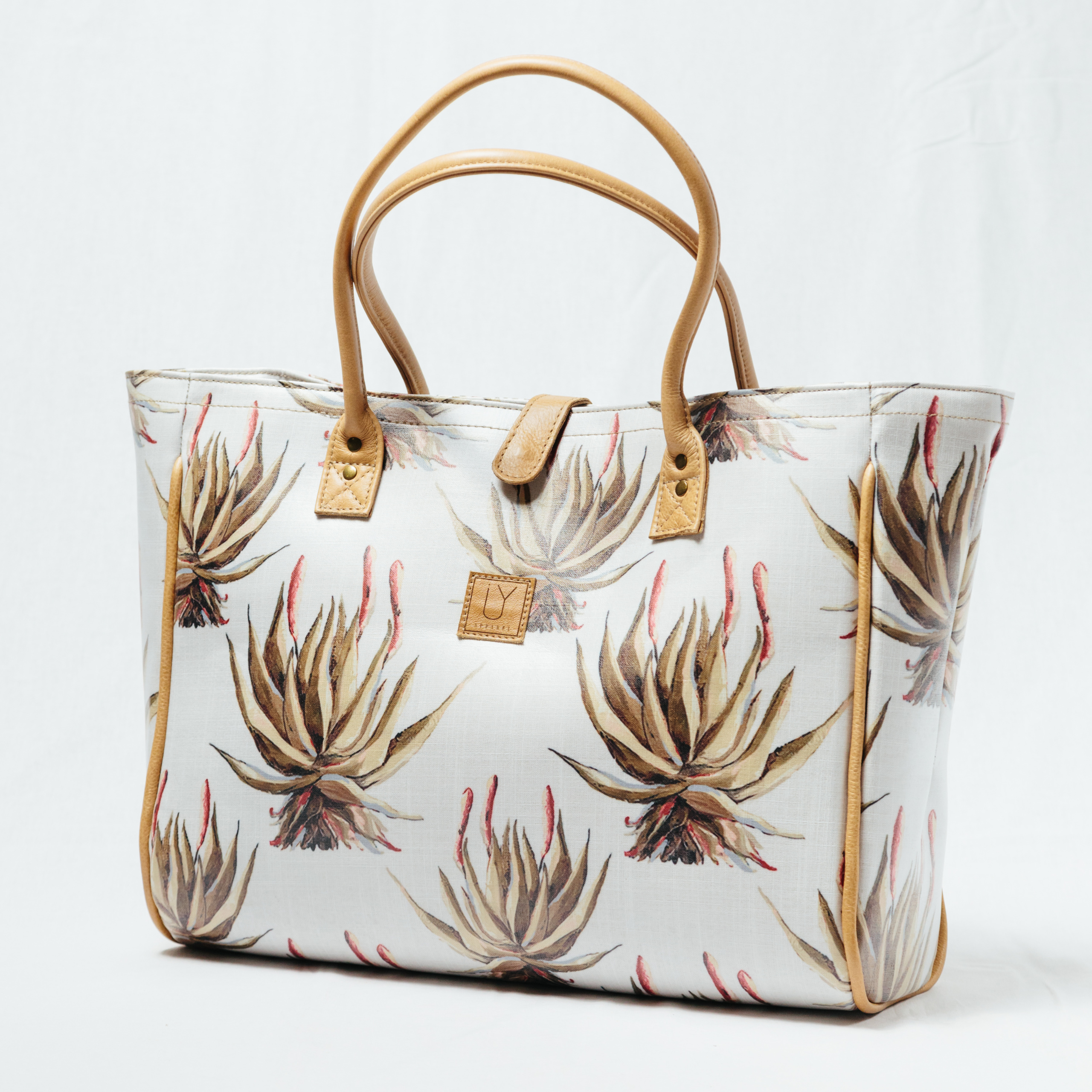 IY-Apparel-beach-bags-white-aloe