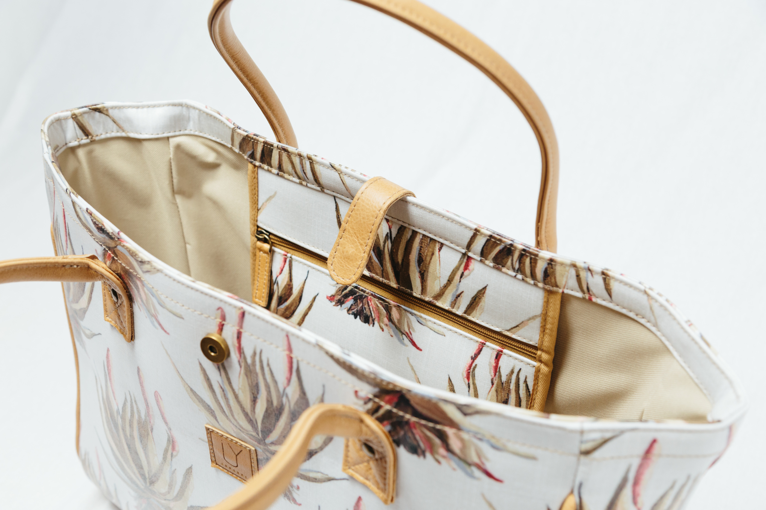 beach-bag-IY-Apparel-inside-view