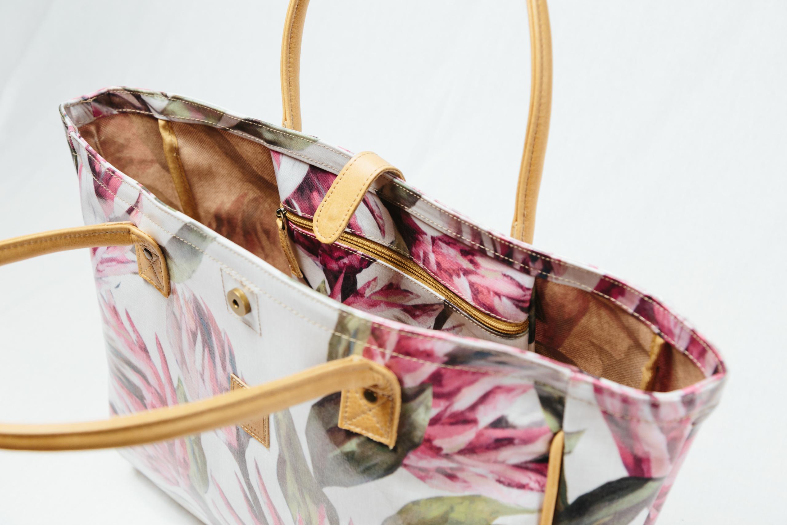 IY-Apparel-beach-bag-inside-view