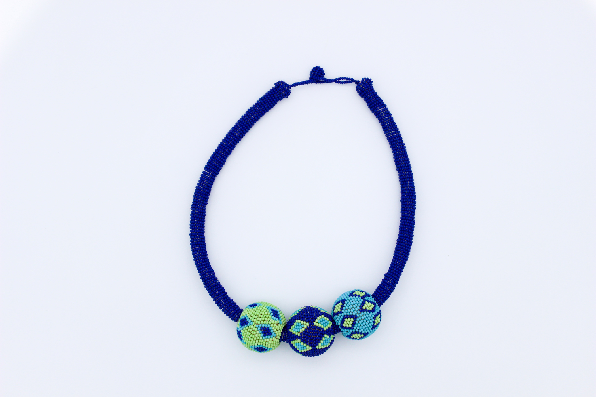 bauble-necklace-blue-beaded